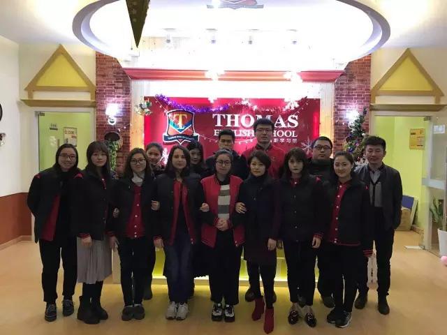 托马斯学习馆托马斯学习馆上海松江校区和总部老师一起合影